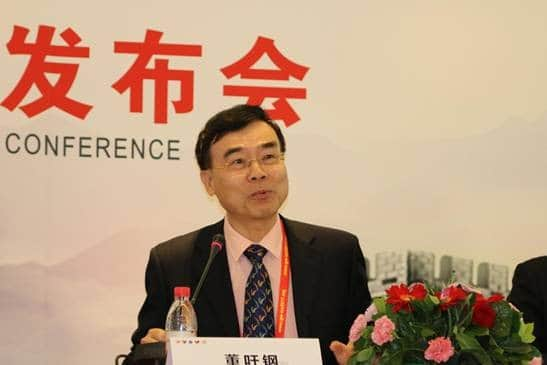 Professor Dong Yugang speaks at the press conference